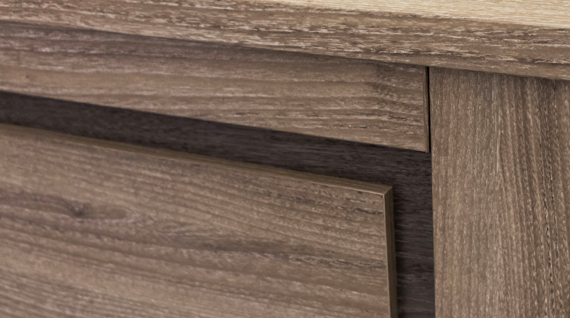 Close-up of the mocha finish with driftwood accents image